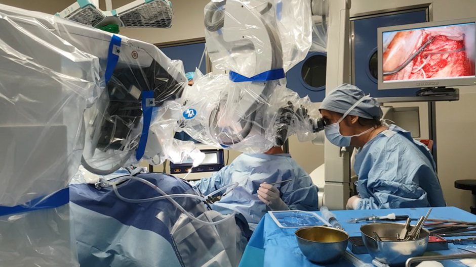 Un implant auditif inséré par un robot assisté : une première mondiale à la Pitié-Salpétrière